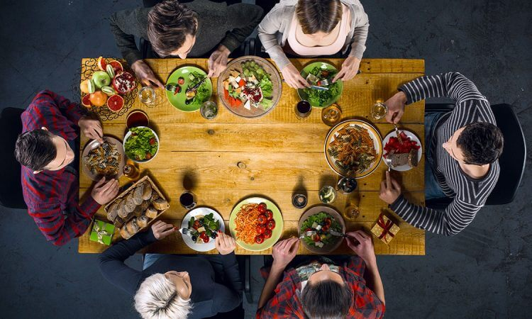 8 Good Reasons to Make Time for Family Dinner